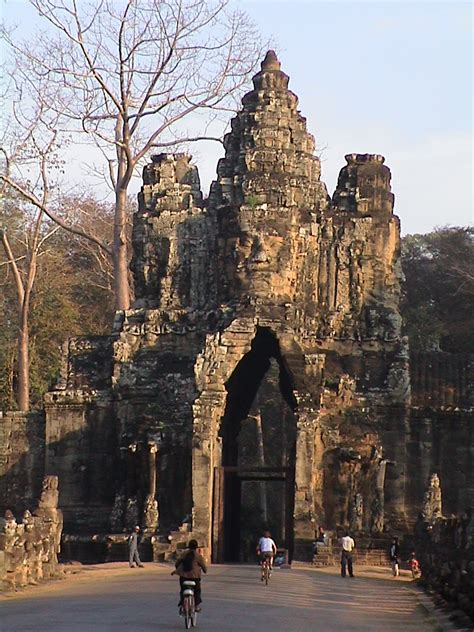 Picture of Bayon, Angkor Thom Wat, Cambodia and pictures