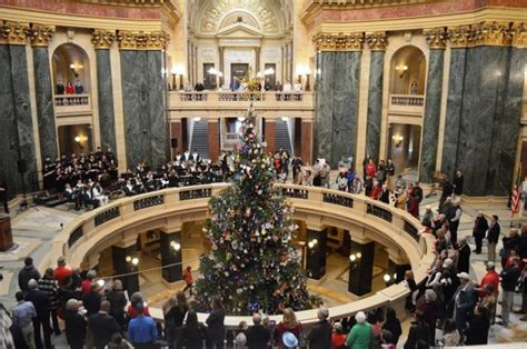 Here Are The Top 10 Christmas Towns In Wisconsin