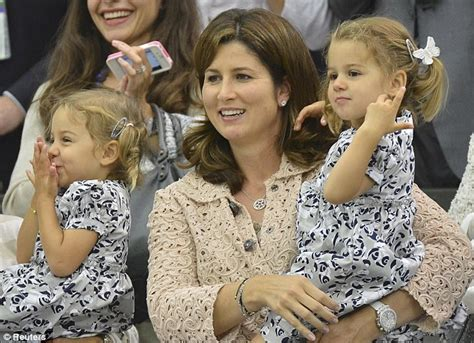 Wimbledon 2012: Roger Federer's twin daughters cheer as