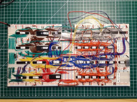 Breadboard computer has its ALU made from 74-series chips
